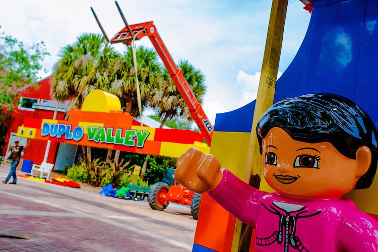 LEGOLAND ® Florida began instillation of an iconic archway to the site of the DUPLO ® Valley expansion, marking the final major construction milestone ahead of the area's May 23 opening. COPYRIGHT: LEGOLAND Florida